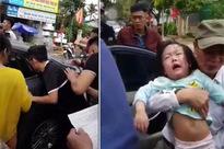 Hi hữu ngày Tết: 2 bé gái mắc kẹt trong ô tô vì bố... quên chìa khóa
