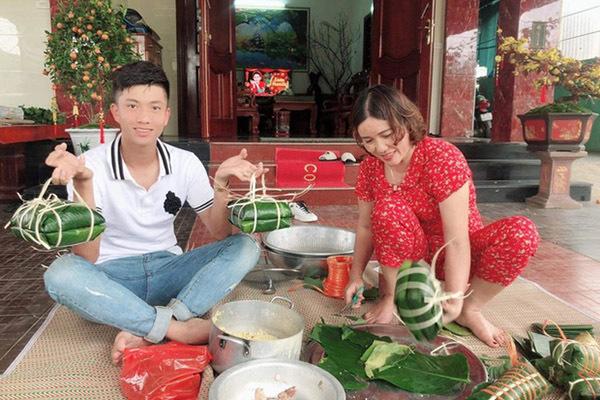 Phan Văn Đức gói bánh chưng, Đức Chinh bên bạn gái ngày Tết