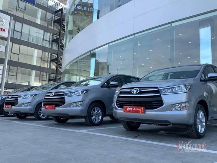 Thuê xe tự lái ngày Tết: 'Cháy hàng', giá tăng cao ngất ngưởng