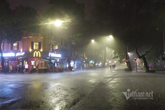 Thời tiết mưa rào đêm giao thừa có bất thường?