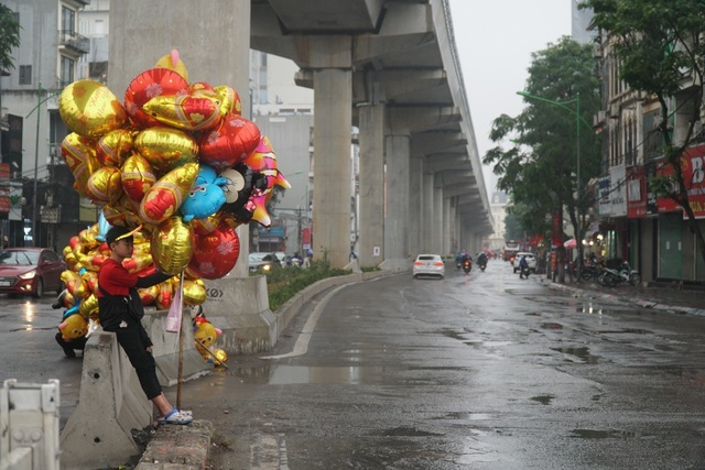 Unlike ordinary days, Hanoi turns tranquil on last day of the Year of the Pig