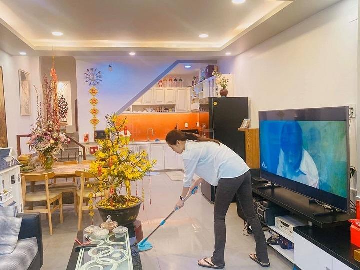 Nhà đầy hoa như chợ xuân của Hoa hậu Khánh Vân
