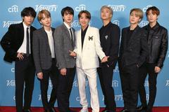 Fan bức xúc khi BTS bị đối xử như ca sĩ hát phụ ở sân khấu Grammy