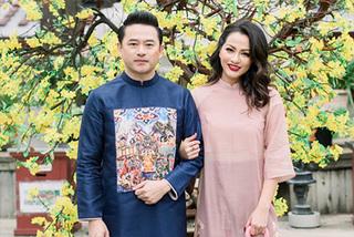 Cựu siêu mẫu Ngọc Thúy diện áo dài đón Tết cùng chồng và ba con