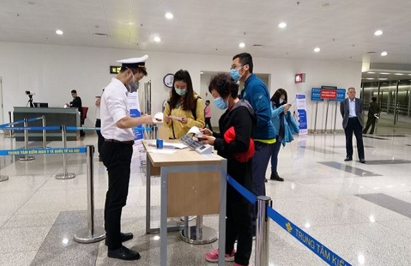 Khách nhập cảnh từ Hàn Quốc vào Việt Nam phải khai báo y tế bắt buộc