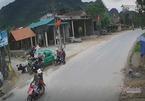 Taxi lao tốc độ cao đâm trúng 11 người ở Quảng Bình, 4 người nhập viện