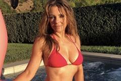 Diễn viên 55 tuổi mặc bikini khoe thân hình như gái đôi mươi