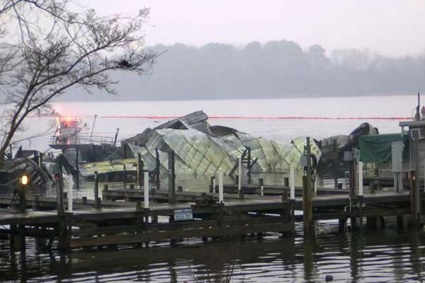 Bến thuyền cháy dữ dội, nhiều người thiệt mạng