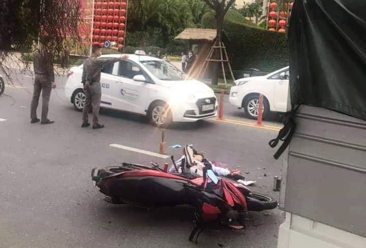 Tông đuôi xe tải, em chết khi chở anh từ Huế vào Đà Nẵng chơi Tết
