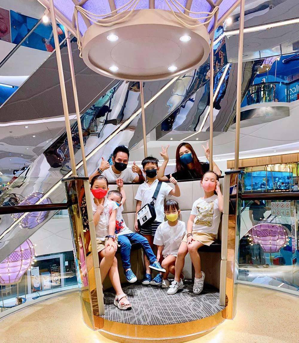 Virus corona: Tràn ngập cảnh đeo khẩu trang du xuân ở Sài Gòn