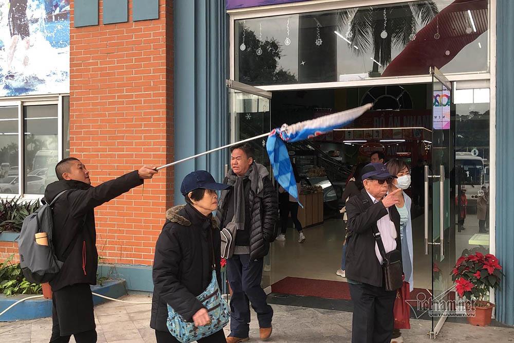 Khách Trung Quốc không khẩu trang lác đác tham quan vịnh Hạ Long