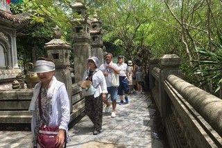 Ngu Hanh Son welcomes approximately 40,000 visitors over Tet