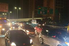Tắc cao tốc đến nửa đêm, hết Tết đường về Hà Nội không êm như mơ