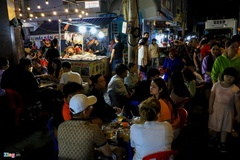 Người dân đổ về Vũng Tàu, quán nhậu kín khách đến nửa đêm