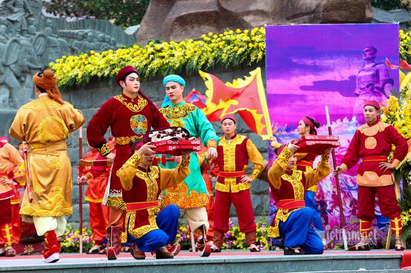 Chủ tịch Hà Nội Nguyễn Đức Chung dâng hương lễ hội Gò Đống Đa
