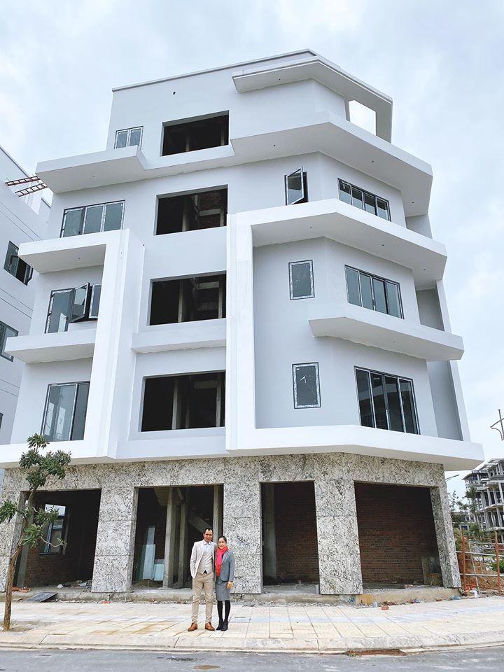 Hòa Minzy xây nhà 2 mặt tiền tặng bố mẹ dịp năm mới