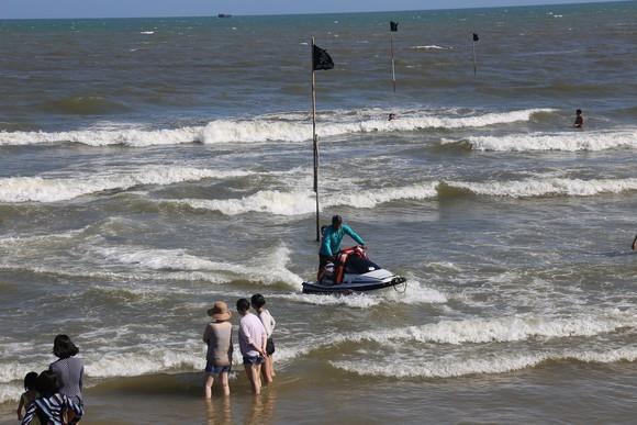 Hai du khách TP.HCM tử vong khi xuống Xuyên Mộc tắm biển