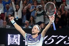 "Nadal bị Thiem ""đá bay"" khỏi Australian Open"