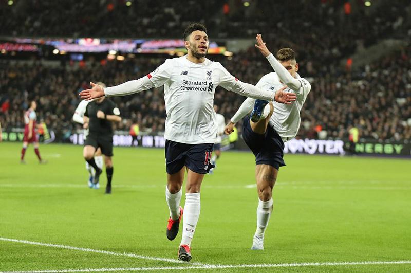 Thổi bay West Ham, Liverpool xây chắc ngôi đầu