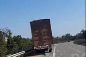 Tài xế say rượu lái container lảo đảo trên cao tốc