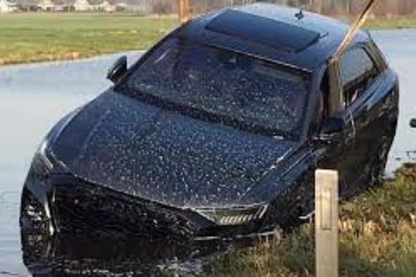 Mua xe được gần 3 tuần, Audi RS Q8 đã lao đầu xuống kênh