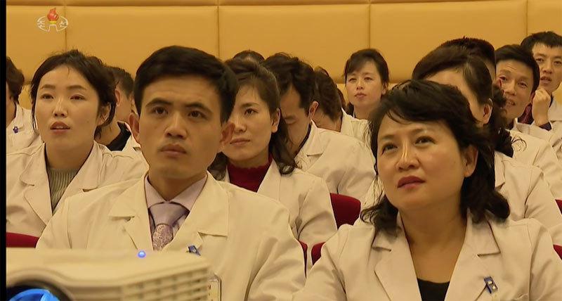 Kim Jong Un tuyên bố chặn virus Vũ Hán là 'vấn đề sống còn'