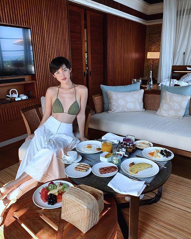 Sao Việt khoe cơ thể không chút mỡ thừa hậu ăn Tết