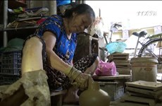 Unique pottery art of Huong Canh