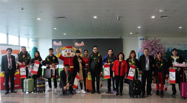 Vietjet tặng quà, đón những hành khách đầu tiên năm Canh Tý
