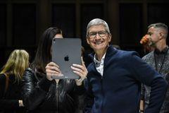 """Apple lại có doanh thu kỷ lục, iPhone 11 và thiết bị đeo """"đẻ trứng vàng"""""""