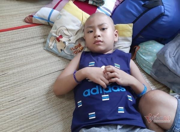 Người cha đơn thân khẩn cầu 70 triệu đồng mong giữ một mắt cho con trai