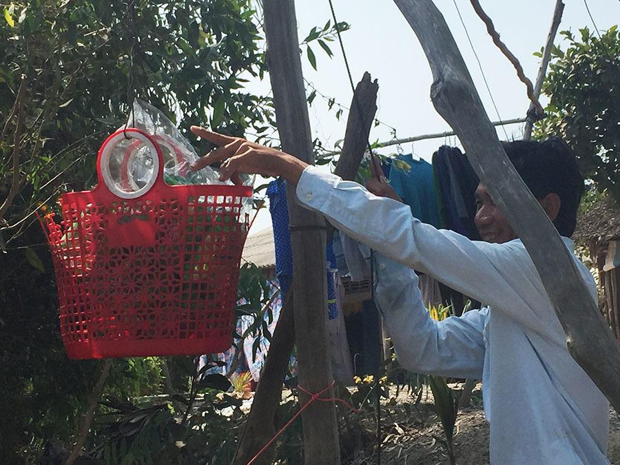 Ông chủ tiệm tạp hóa 10 năm kéo ròng rọc phân phối hàng cho bà con bên sông