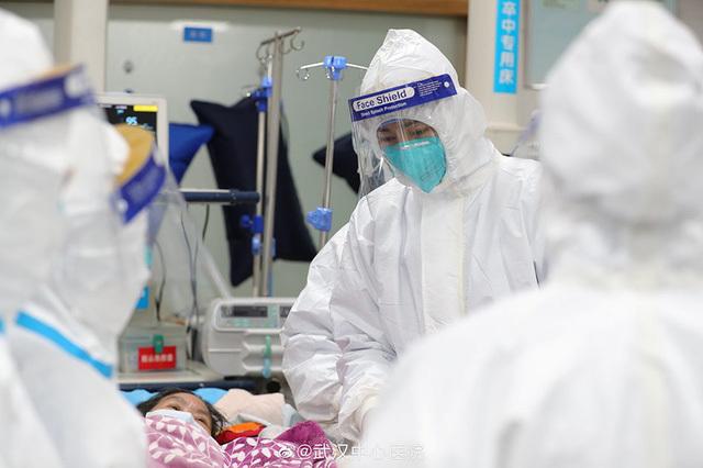 Nữ y tá bật mí câu chuyện trong bệnh viện Vũ Hán giữa tâm dịch corona