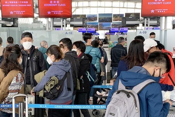 Phát hiện 2 hành khách Trung Quốc sốt cao, sân bay Nội Bài xôn xao