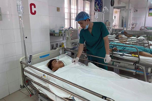 120 phút căng thẳng cứu thanh niên 18 tuổi bị đâm thủng tim ngày mùng 5 Tết