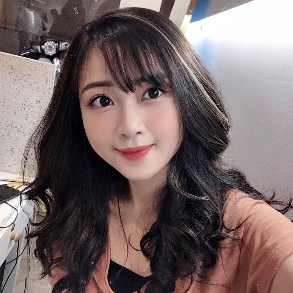 Nhan sắc ngọt ngào của vợ cầu thủ Phan Văn Đức