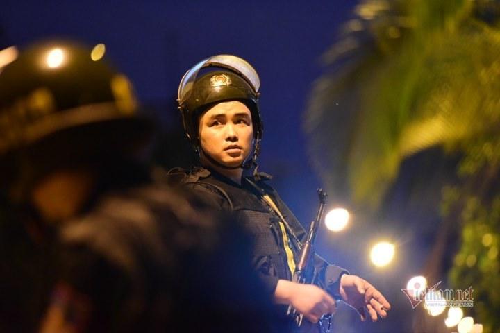 Trăm cảnh sát lùng nghi phạm vụ bắn chết 5 người, quyết bắt trong đêm