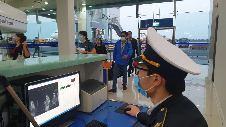 Truy tìm nữ hành khách đi máy bay trốn kiểm soát virus corona
