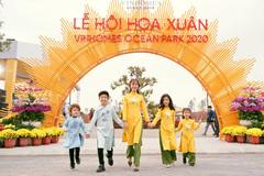 Duyên dáng áo dài Việt khắp các lễ hội hoa