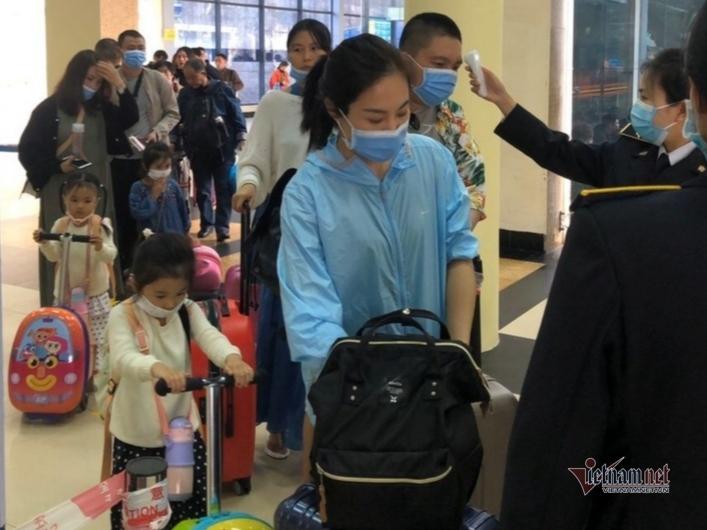 Quảng Ninh dừng đón khách vào Móng Cái, đóng cửa lối mở biên giới