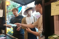 Hoi An offers free medical masks to tourists to combat novel coronavirus