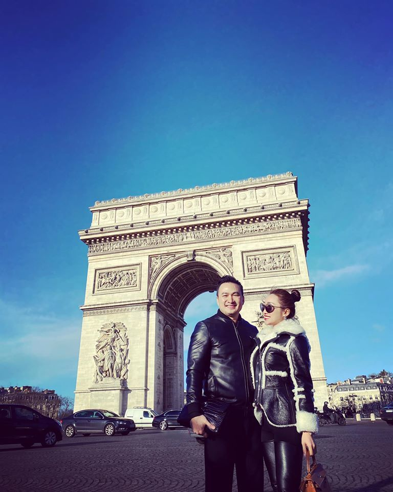 Chi Bảo du xuân tại Anh, Pháp cùng bạn gái kém 16 tuổi