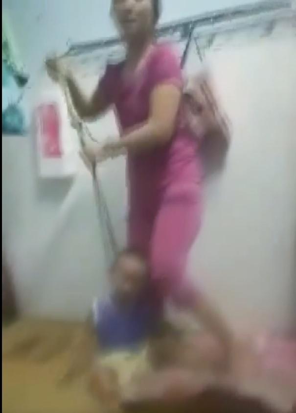 Người mẹ ở Bình Dương cột cổ con, đánh đập tàn bạo gây phẫn nộ