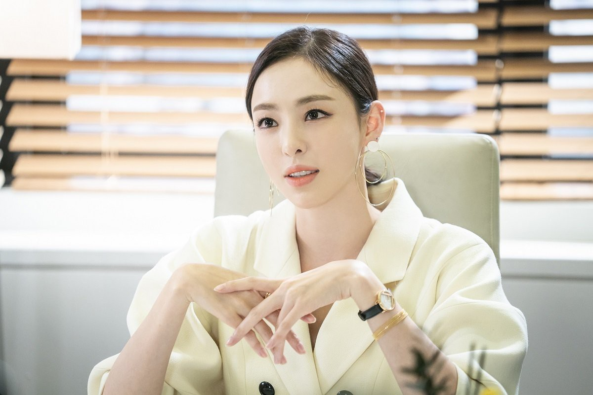Lisa (Blackpink) hủy lịch trình tại Trung Quốc tránh vi-rút corona