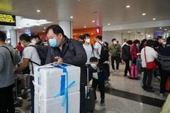 Nhóm khách Trung Quốc 'cố thủ' ở Nội Bài, quyết không lên máy bay về nước