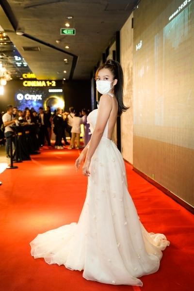 Diễn viên đeo khẩu trang dự ra mắt phim 'Bí mật của gió'