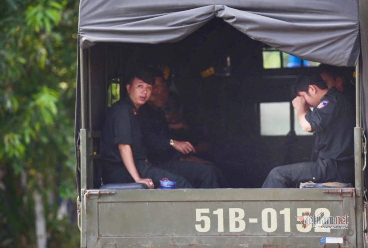 Đồng phạm đang giữ 1 tỷ của Tuấn 'khỉ' cũng mang súng bỏ trốn