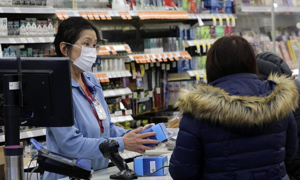 Bộ Y tế yêu cầu doanh nghiệp không nâng giá vật tư phòng chống dịch