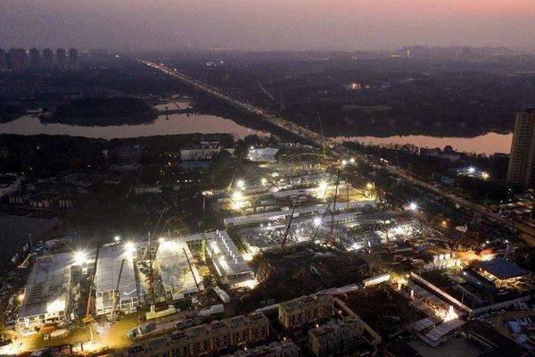 Trung Quốc cấp tốc xây bệnh viện chống dịch viêm phổi
