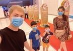 Sao Việt đeo khẩu trang kín mít phòng tránh virus corona